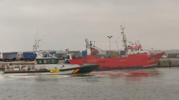 Imagen del pesquero portugués inmovilizado por la Guardia Civil en A Coruña.