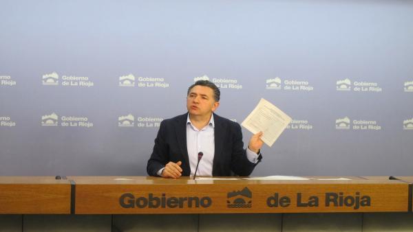 El consejero de Fomento Carlos Cuevas en comparecencia de prensa