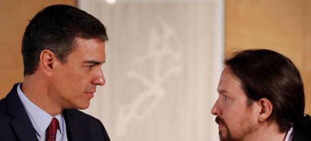 Pedro Sánchez y Pablo Iglesias, al comienzo de su quinta reunión para pactar la investidura.