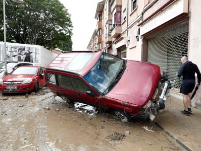 Una calle de Tafalla, donde los vecinos comienzan las labores de recuperación tras las lluvias