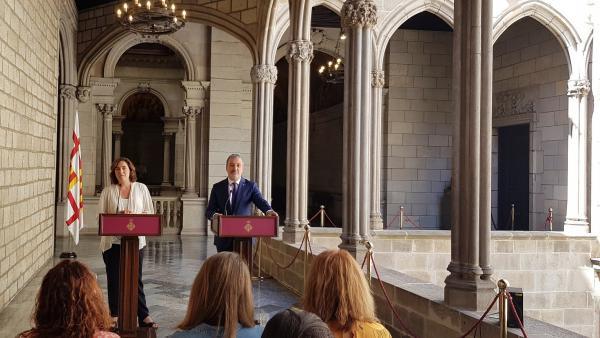 La alcaldesa de Barcelona, Ada Colau, y el líder del PSC en el ayuntamiento, Jaume Collboni, presentan el acuerdo de gobierno de la presente legislatura.