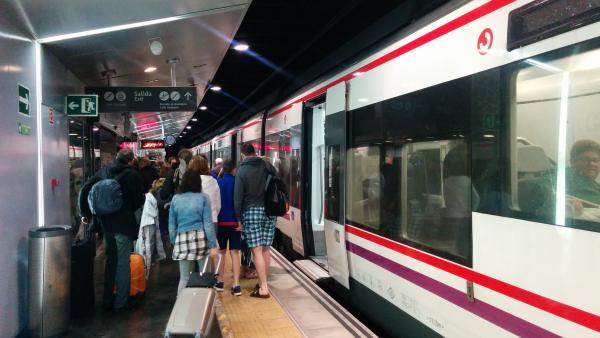 Tren Cercanías renfe málaga pasajeros viajeros maletas vacaciones ocio