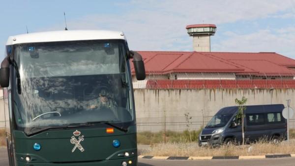 Vista exterior de una prisión.
