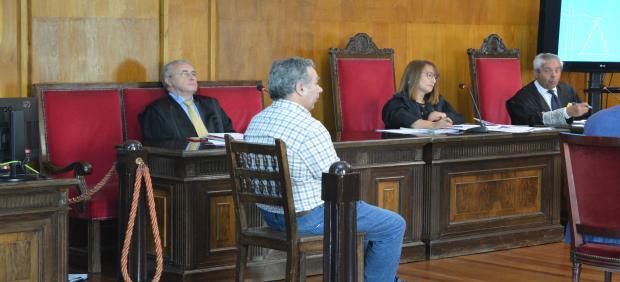 Juicio en Ourense contra acusado de matar a su mujer en O Carballiño.
