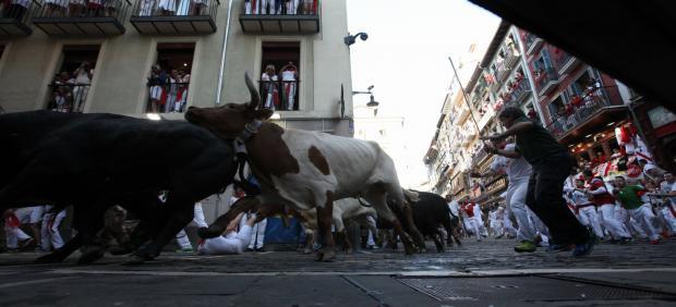 Quinto encierro de las Fiestas de San Fermín con toros de la Ganadería de Victoriano del Río Cortés.