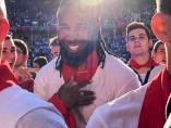 El jugador de la NFL Josh Norman corre el encierro de San Fermín