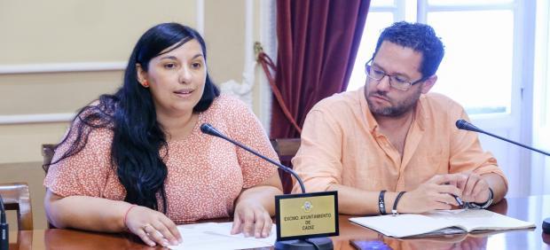 Ana Fernández (Adelante Cádiz) y José Ignacio García (Adelante Andalucía) durante la rueda de prensa