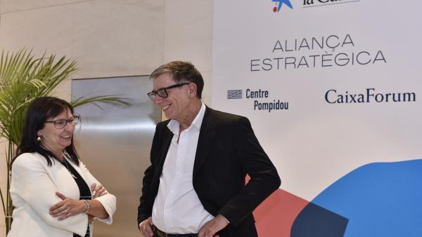 Directora general adjunta de la Fundación Bancaria 'la Caixa', Elisa Durán, y el presidente del Centro Pompidou, Serge Lasvignes.