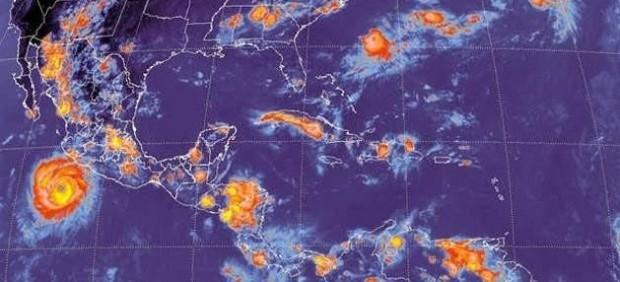 Imagen de un huracán acercándose a Estados Unidos.