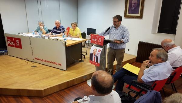 Wenceslao López sentado a la izquierda.
