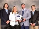 El entrenador Mike Vrabel con su familia