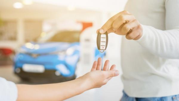 Comprar un coche de segunda mano: ¿a un particular o a un concesionario?