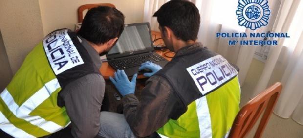 La Policía Nacional detiene en Albacete a cuatro personas que extorsionaban por Internet.