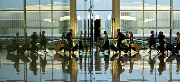 Unos 160.000 pasajeros pasarán por el aeropuerto de Gran Canaria en la primera operación salida del verano