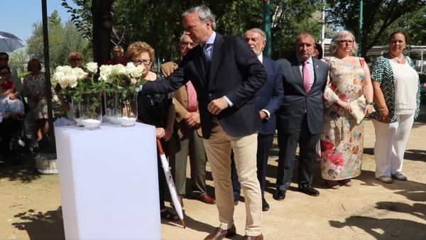 Acto de homenaje a las víctimas del atentado del Hotel Corona.