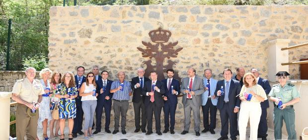 Este viernes se ha inaugurado la reforma de 'Los Baños de la Reina' del Real Balneario de Solán de Cabras en Cuenca, rehabilitación tras la que este emblemático lugar de la Serranía conquense ha entrado a formar parte de la lista de Patrimonio Arquitectón