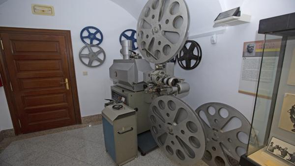 Proyector italiano que se expone en el Museo Pedrilla