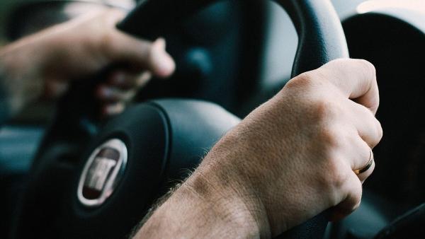 Velocidad reducida, radio limitado o circular de día: las restricciones de algunos conductores al volante.