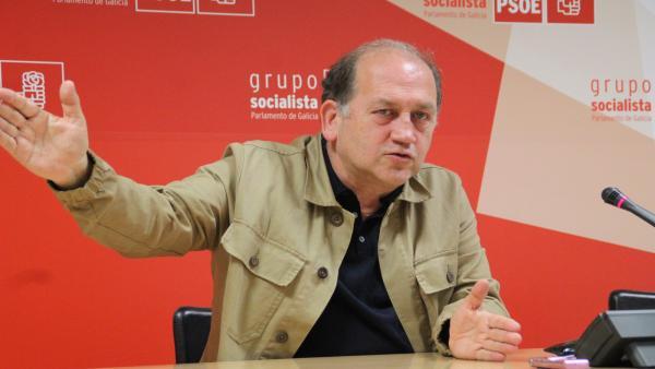 El portavoz parlamentario del PSdeG, Xoaquín Fernández Leiceaga, en la rueda de prensa