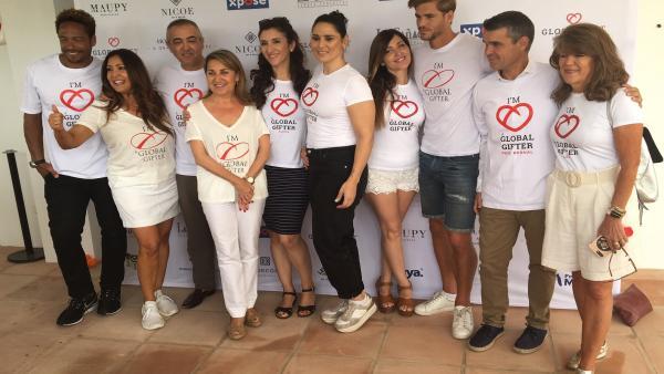 La actriz Eva Longoria muestra su apoyo al centro multifuncional para menores de la Fundación Global Gift en Marbella