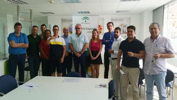 El delegado de Empleo en el CADE del Puerto de Almería