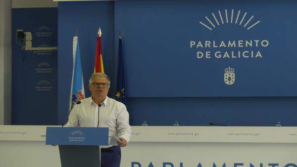 El portavoz del Grupo Parlamentario de En Marea, Manuel Lago, en rueda de presa