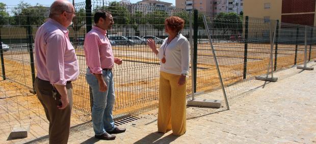 La delegada del Distrito Este-Alcosa-Torreblanca, Adela Castaño, visita las obras