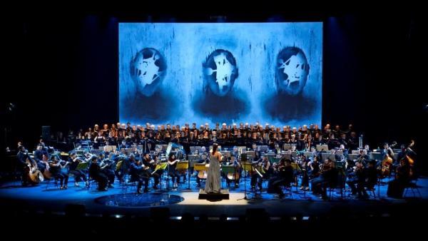 El espectáculo  'Carmina Burana' de la Orquesta Sinfónica de la Región que  contó con escenografía de Ángel Haro.