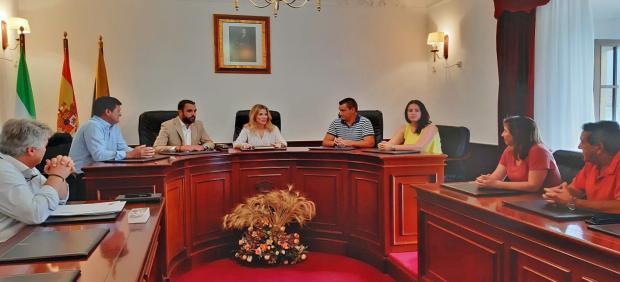 Junta y Ayuntamiento de Algar se reúnen.