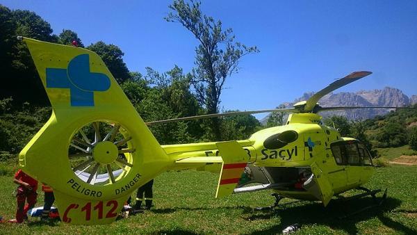 Sucesos.- Evacuado en helicóptero un motorista de 54 años herido tras sufrir una caída en la N-625 en Burón (León)