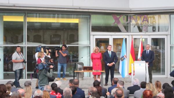 La delegada territorial de la Xunta en Vigo, Corina Porro, junto al presidente y el vicepresidente del Gobierno gallego, Alberto Núñez Feijóo y Alfonso Rueda, durante el acto de su toma de posesión del cargo