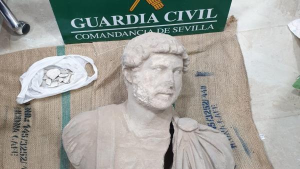Busto de Adriano recuperado por la Guardia Civil.