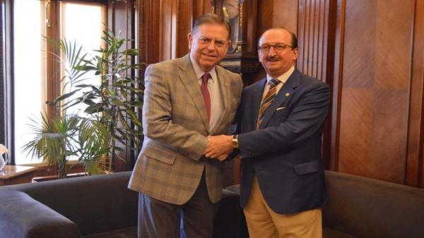 El alcalde de Oviedo, Alfredo Canteli, y el presidente del Colegio Oficial de Médicos de Asturias, Alejandro Braña.