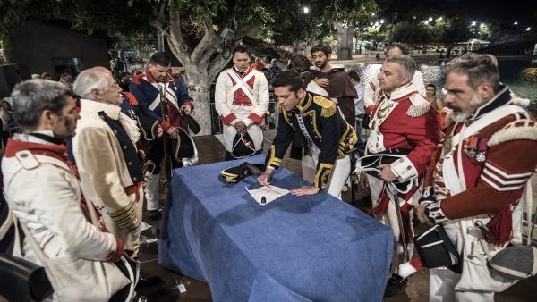 Firma de la capitulación en la 'Gesta del 25 de Julio', en Santa Cruz de Tenerife
