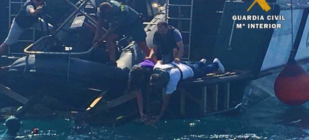 Devuelven al mar en Almería un ejemplar de tortuga boba tras recuperarse de la anemia que padecía.