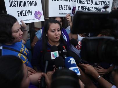 Salvadoreña acusada de homicidio por supuesto aborto enfrentará nuevo juicio