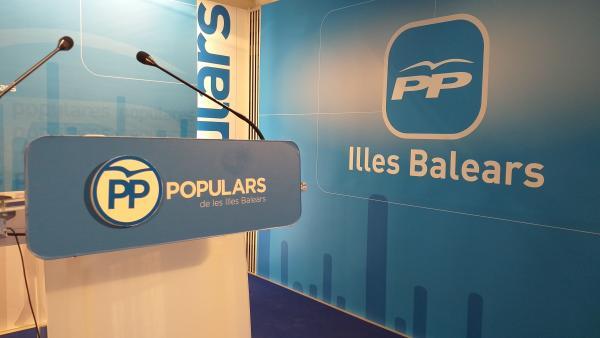 Imágenes de recurso de la sala de prensa del PP balear. Logo del PP de Baleares