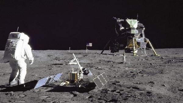 El protagonista fue el astronauta de la misión Apolo 11 Neil Armstrong, seguido de Edwin Aldrin, a bordo del aterrizador Eagle
