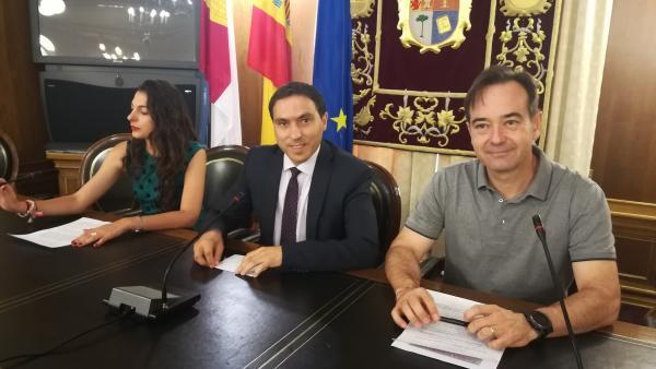 Rueda de prensa del presidente de la Diputación de Cuenca, Álvaro Martínez Chana (centro).