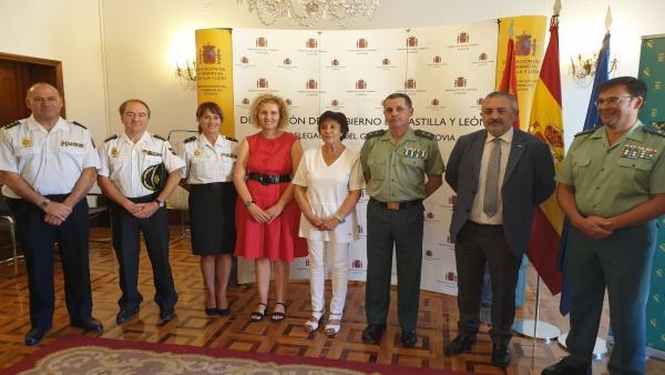 La delegada del Gobierno, Mercedes Martín, en el centro durante la presentación de la operación 'Resurgir'.
