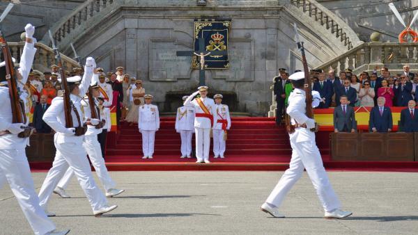 El rey Felipe VI preside la entrega de los Reales Despachos en la Escuela Naval Militar de Marín