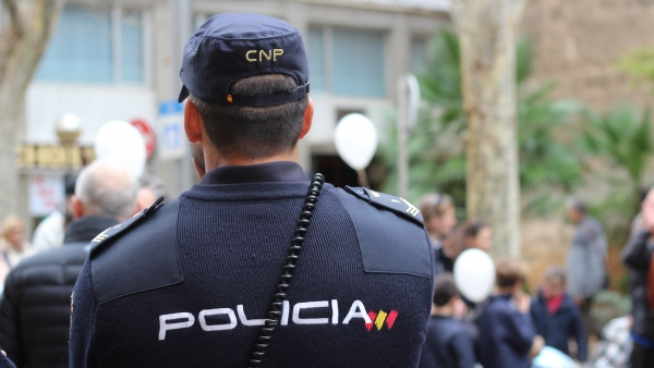 Un agente de la Policía Nacional