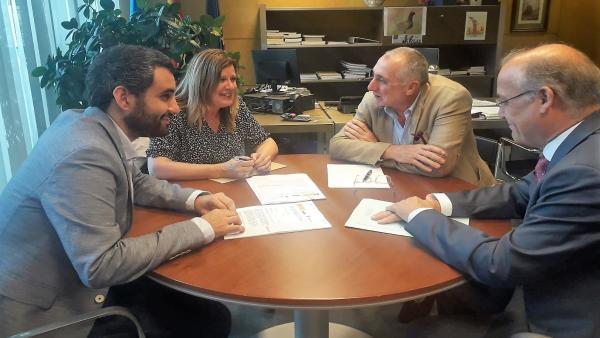 Reunnión entre la alcaldesa de Langreo y el consejero de Infraestructuras