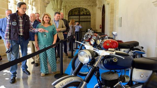 La alcaldesa de Jerez en la III Exposición de Motos Clásicas