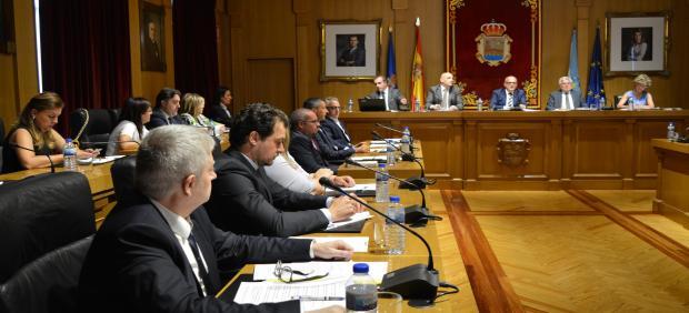 Pleno de la Diputación de Ourense para decidir el reparto de asesores y recursos