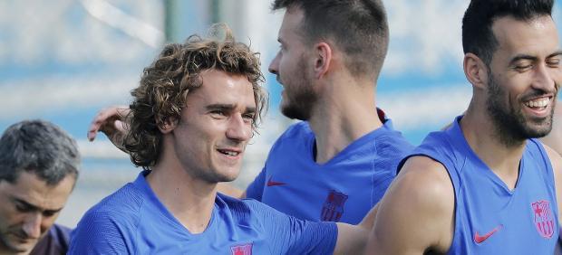 Griezmann y Busquets en un entrenamiento del Barcelona