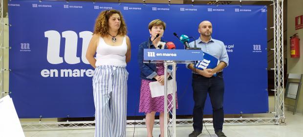 El portavoz de En Marea, Luís Villares, en rueda de prensa con las viceportavoces de la dirección Ana Seijas (izquierda) y Mariló Candedo (centro)