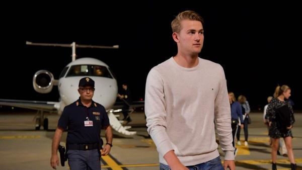 Matthijs De Ligt llega a Turín para firmar por la Juventus
