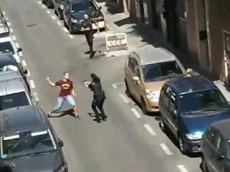 Intenta apuñalar a policías en Carabanchel