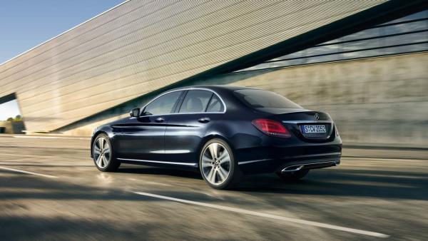 A la venta en España las versiones híbrida enchufable e híbrida suave del Clase C de Mercedes